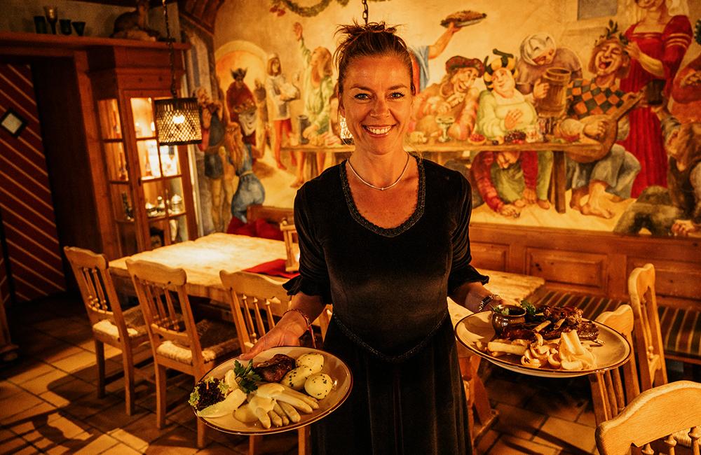 Betreiberin Kerstin Wilhelm vom Wirtshaus im Jagdschloss Granitz in Binz auf Rügen